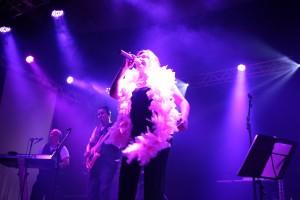 No palco, toda a técnica e alegria da banda Brasilpontocom